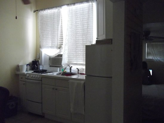 Wicker Guesthouse: A/C unit that sounded like a tractor !