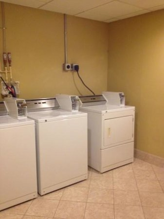 Holiday Inn Express Hotel & Suites Orlando South-Davenport: laundry facilities, great touch!