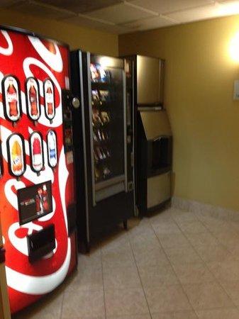 هوليداي إن إكسبرس هوتل آند سويتس أورلاندو: clean vending areas