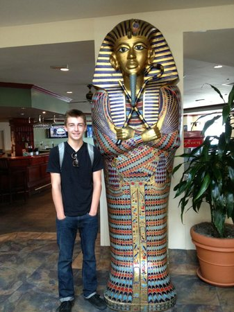 Embassy Suites by Hilton Brea - North Orange County: hanging with the Pharoah in the lobby