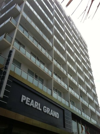 Pearl Grand Hotel: outside view