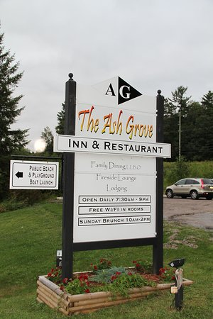 Ash Grove Inn Motel: Sign at entrance