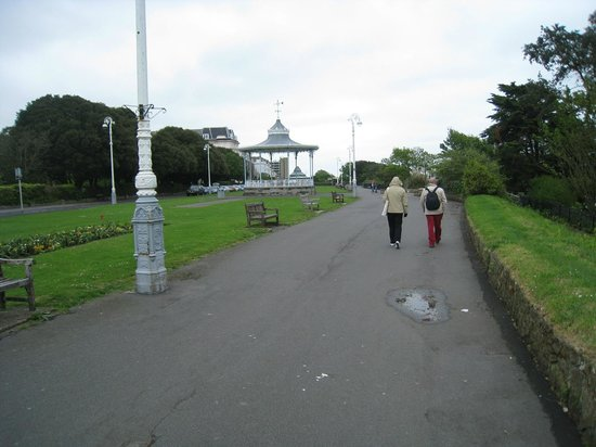 The Leas Promenade: Walking on the top