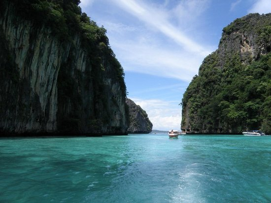 Ko Phi Phi Lee, Thailand: Leaving Pileh Bay