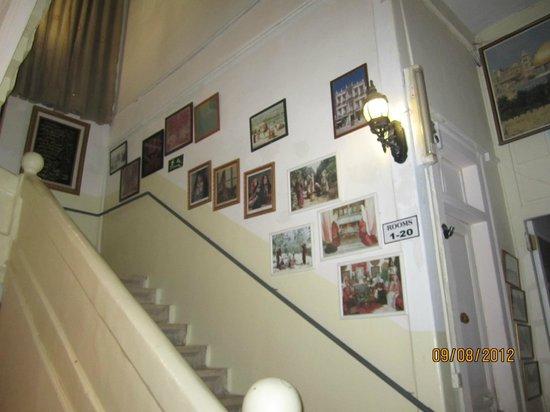 New Imperial Hotel: escaleras