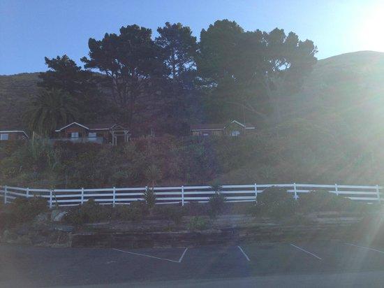 Gorda Springs Resort: View of cabins from road