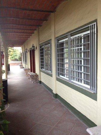 Posada Magnolias: Corridor outside Posada Magnolia