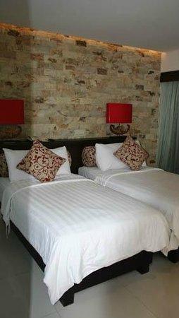 Segara Village Hotel: Downstairs room - Family Bungalow
