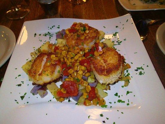 The Story Inn Restaurant: scallops from diner a the Story Inn