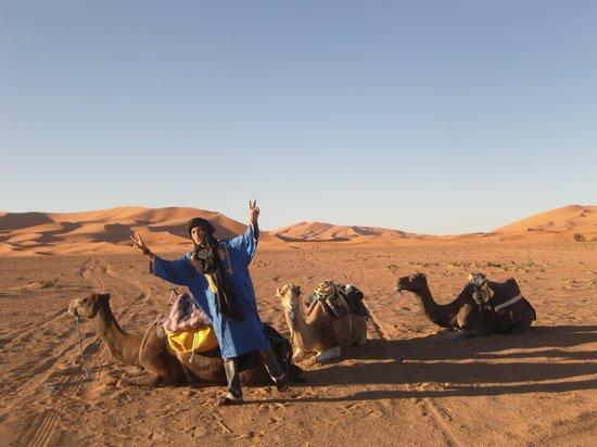Moroccan Sahara : 夜の砂漠も問題なく歩けるユニークなベルベル人