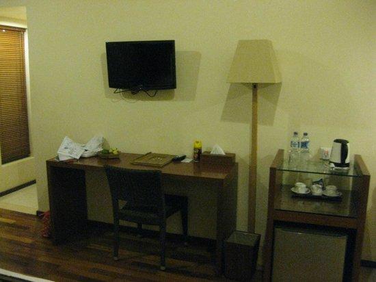 Biyukukung Suites and Spa: 部屋。水はサービスです。