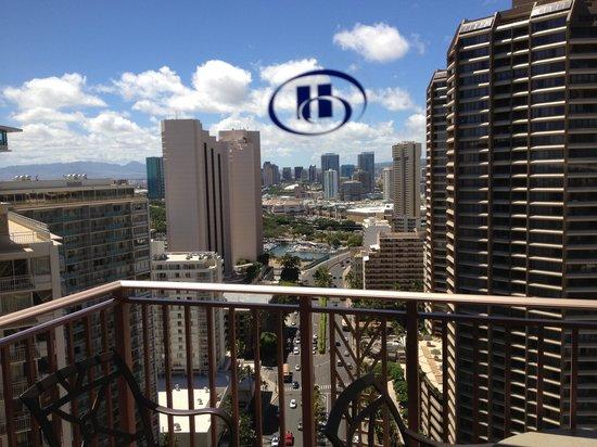 Grand Waikikian by Hilton Grand Vacations: 29階POVの部屋からの眺め、海は本当にパーシャルにしか見えません。