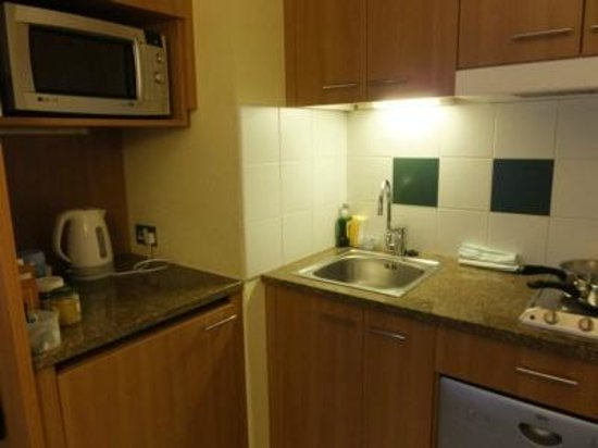 Citadines Barbican London : Small kitchenette and sink