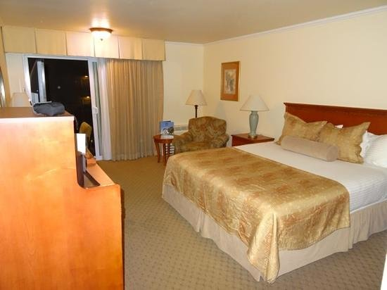Best Western Plus Royal Oak Hotel: hotel room obispo