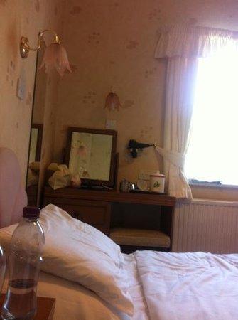 Maycliffe Hotel: tiny old room