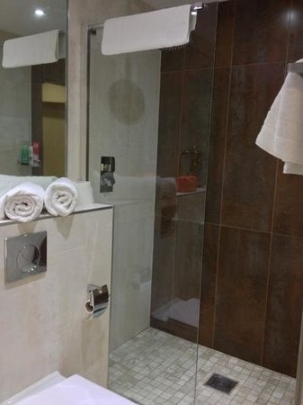 Roomzzz Manchester City: Bathroom (room 014)