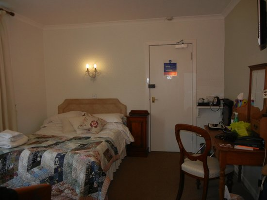Albany Hotel : larger bed