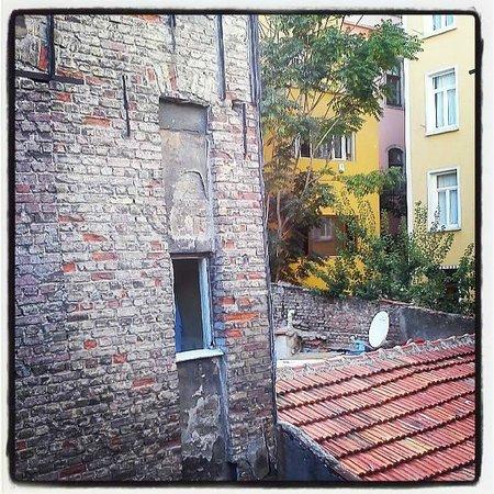 Rooms Galata: ακάλυπτος και τουαλέτα