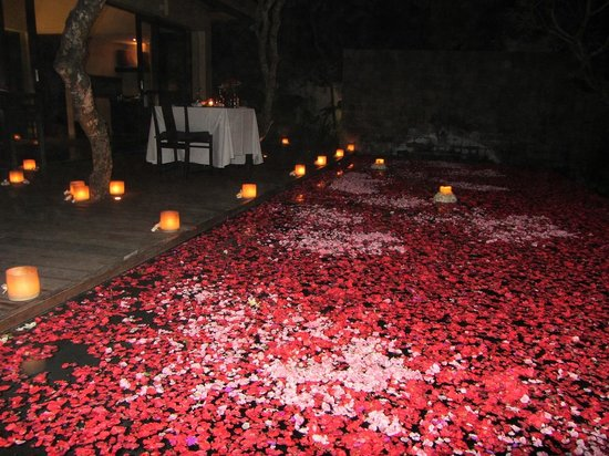 Kayumanis Nusa Dua Private Villa & Spa: Setting of the candle light dinner