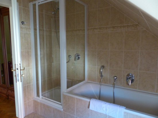 Boutique Hotel Constans : Shower was great but not to big. But big bathtub.