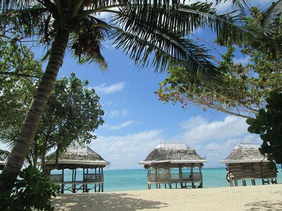 Joelan Beach Fales : Es la vista desde la calle hacia los fales