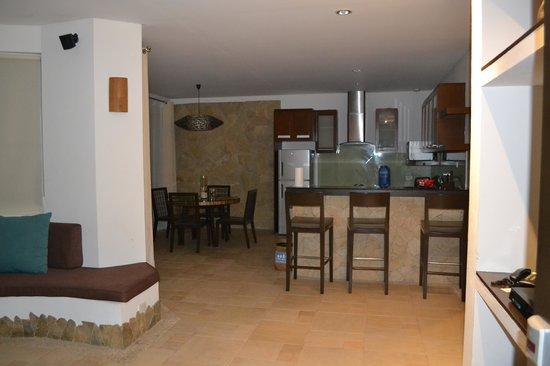 7Stones Boracay Suites : Living room/Kitchen