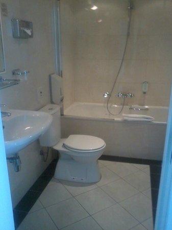 Thon Hotel Rotterdam: Bathroom