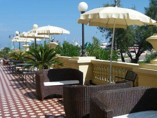 Grand Hotel Cesenatico: the terrace overlooking the square