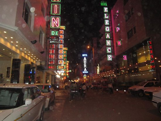 Grand Godwin Hotel: улица перед отелем