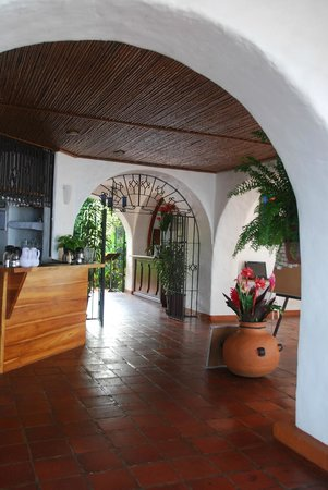 La Mariposa Hotel: Entry to dining area