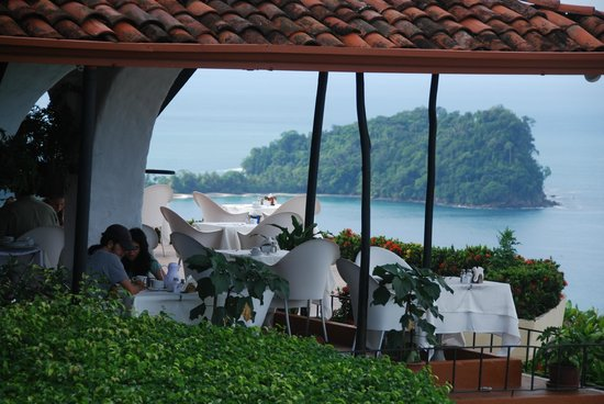 La Mariposa Hotel: Great view of ocean and islands from dining area