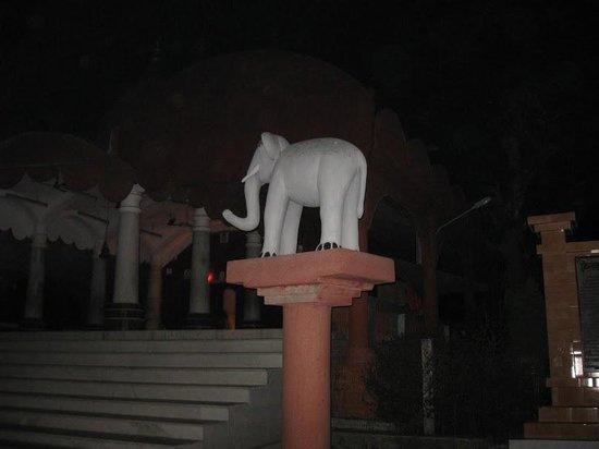 Kamaleswari temple: The right view