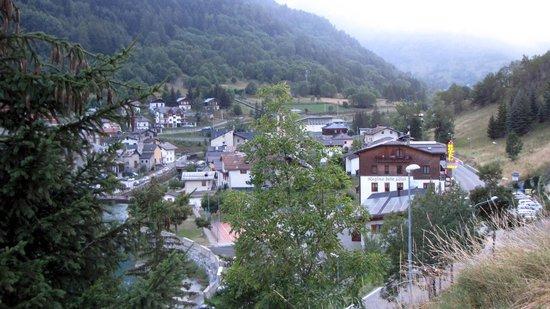 Hotel Regina delle Alpi: Hotel and Pietraporzio seen in evening from the graveyard hill