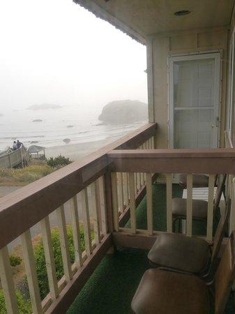 Bandon Beach Motel: Balkon mit Siffstühlen und Teppich