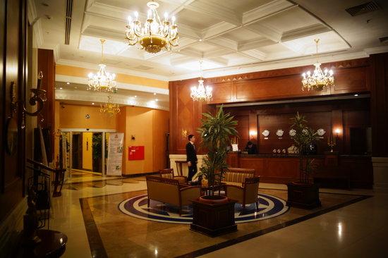 Diplomat Hotel and Business Center: le hall de l'hotel fevrier 2013