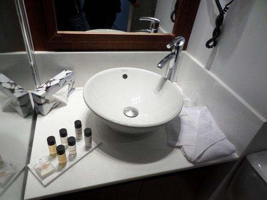 Residhome Courbevoie la Défense : Bathroom