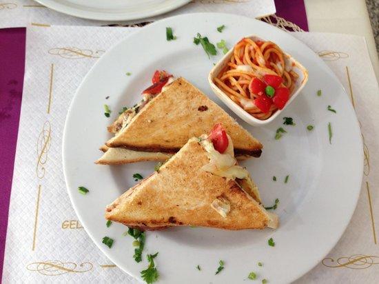Caffe Vaticano: Club style chicken sandwich