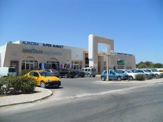 Ksar Djerba: alJazira  super market ou l'ont trouve de tout et l'alcool !