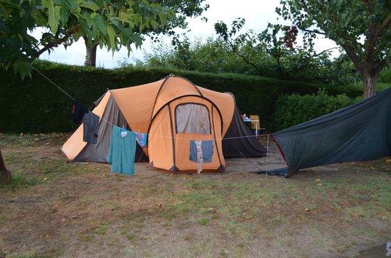 Camping L'Amfora : OTRA PARCELA DE AL LADO
