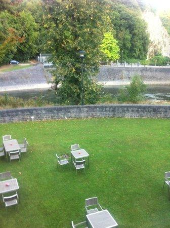 Hotel des Comtes : zicht vanuit  kamer op de tuin