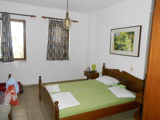 Platanofylla Studios & Apartments: Cosy room at the top floor