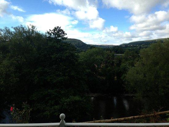 Llanwenarth Hotel & Riverside Restaurant : From the balcony