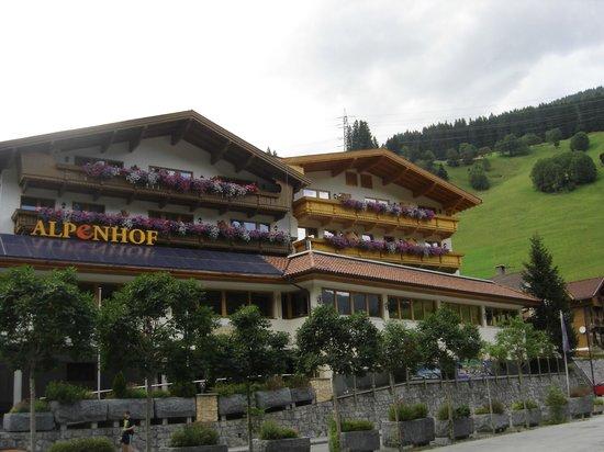 Ferienanlage Hotel Alpenhof: Vue depuis la route