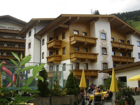 Ferienanlage Hotel Alpenhof: Cour intérieure