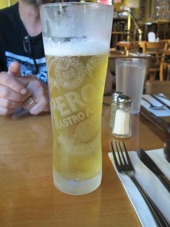 Vincent's Restaurant : Gold Peroni beer