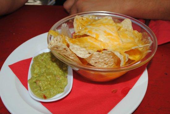 Santa Marta: nachos con formaggio fuso