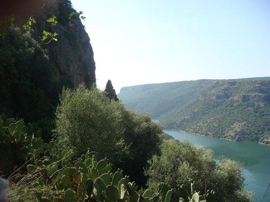 Il Trenino Verde della Sardegna: Il lago artificiale sul fiume Flumendosa
