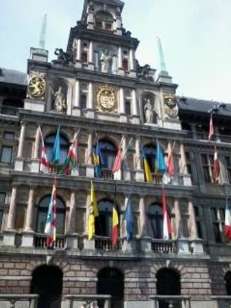 Town Hall (Stadhuis): lots of flags