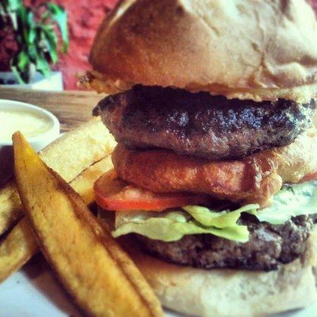 Sugar Bar: The Big Sugar Daddy Burger ! Can you finish it?