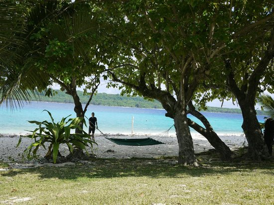 Bokissa Private Island Resort: steps away from our fare
